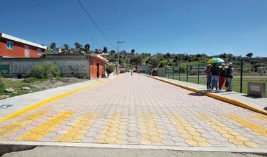 Con una inversión de poco más de un millón de pesos se realizaron trabajos de construcción de drenaje, guarniciones y banquetas, rampas para discapacitados, la construcción de pavimento de adoquín y señalización
