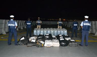 La Secretaría de Marina-Armada de México asegura cerca de una tonelada de cocaína en costas del Estado de Guerrero