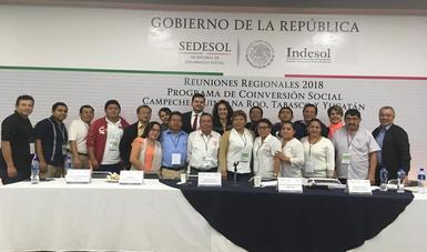 Fotografía de representantes de Organizaciones Sociales de Campeche con Titular del Indesol