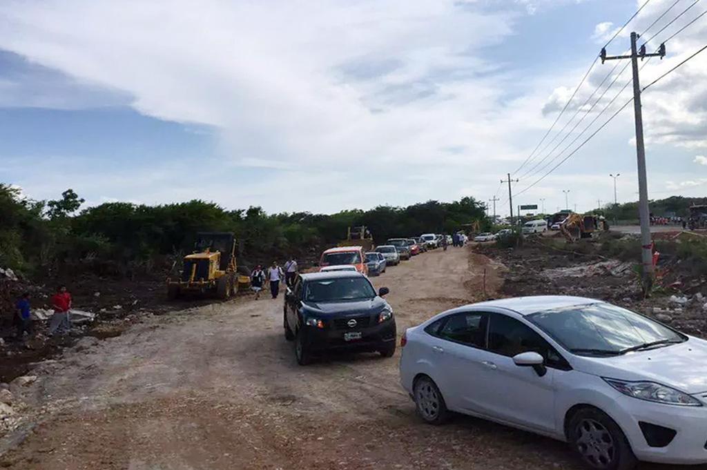 Listos dos carriles provisionales en carretera Cancún – Playa del Carmen