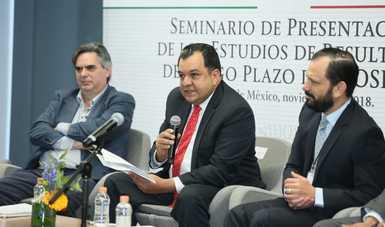 Jaime Gutiérrez Casas, Coordinador Nacional de PROSPERA, acompañado por John Scott Andretta, Investigador del CONEVAL; William Wiseman, Líder del Programa de Desarrollo humano y Pobreza para México y Colombia del Banco Mundial.