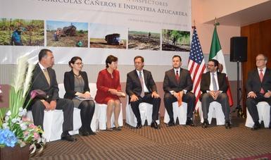 Presidium: titulares de la STPS, Delegación del Trabajo de EUA y World Visión México.