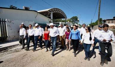 En la parte de vialidades primarias, a través del Programa de Apoyo Inmediato ya se invierten 39 millones de pesos en el desazolve y retiro de lodo, informó