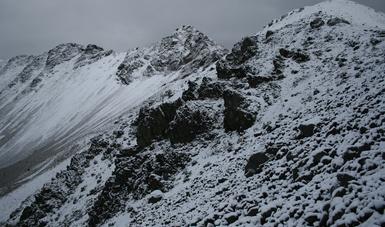Se exhorta a los visitantes a disfrutar la belleza natural de estos paisajes, siguiendo las indicaciones de seguridad