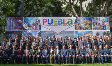 Foto grupal con todos los títulares de las Secretarías de Salud.