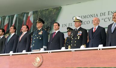 """""""En la actualidad, las Fuerzas Armadas también son una fuerza a favor de la paz y la tranquilidad entre la población"""": EPN"""