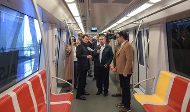 La Línea Tres del Tren Ligero es una obra de transporte urbano de última generación que se realizó con una inversión de 25 mil 600 millones de pesos del Gobierno Federal. Generó 22 mil empleos y transportará a 233 mil pasajeros diarios.