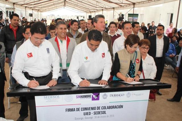 La Secretaria de Desarrollo Social, Rosario Robles Berlanga, supervisó la construcción de 400 viviendas del Programa Vivienda Joven del Imjuve
