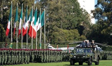 El presidente Andrés Manuel López Obrador acompañado de los secretarios de la Defensa Nacional, Luis Crescencio Sandoval y de Marina, Almirante, José Rafael Ojeda
