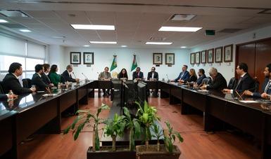 La nueva Secretaria del Trabajo y Previsión Social, Luisa María Alcalde Luján con sus colaboradores