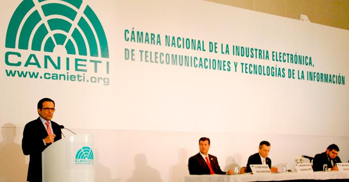 Refrenda Ildefonso Guajardo apoyo al Sector de Telecomunicaciones y Tecnologías de la Información