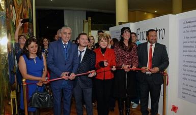 Cortan listón inaugural de exposición en el edificio El Moro.