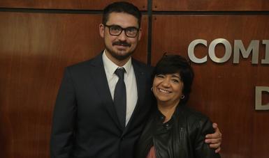 De izquierda a derecha: Román Meyer Falcón, titular de la Secretaría de Desarrollo Agrario, Territorial y Urbano y Edna Vega Rangel, nueva titular de la Comisión Nacional de Vivienda.