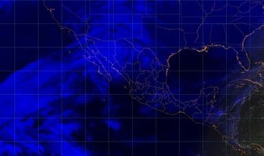 Imagen satelital sobre el territorio nacional con filtros de vapor de agua. Durante la mañana de hoy continuará el ambiente muy frio en la mayor parte de México.