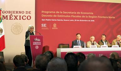 La Secretaria de economía hablando en podium durante la Presentación del Programa de la Secretaría de Economía y Firma del Decreto de estímulos fiscales región fronteriza norte