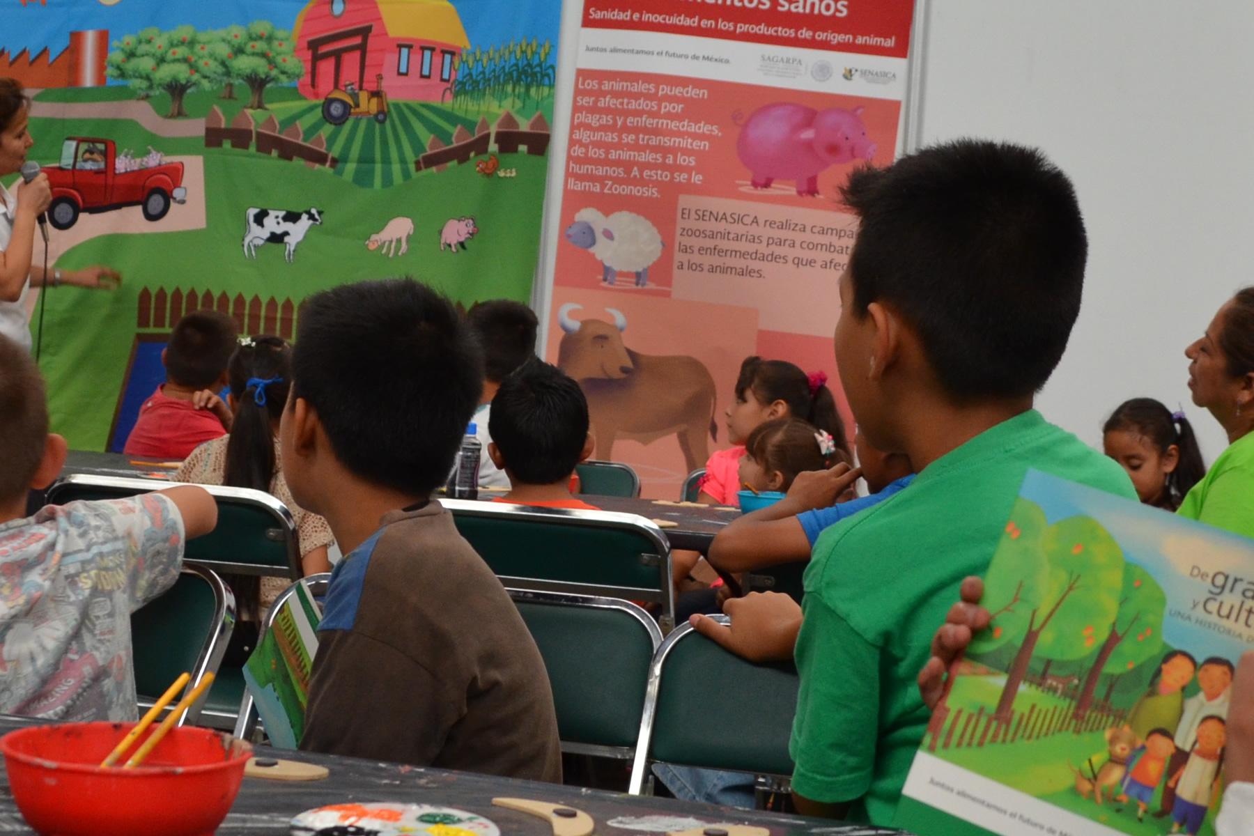 Con el objetivo de que las niñas y niños conozcan la diversidad de productos agroalimentarios que se producen en México, el SENASICA participó por primera vez en el Festival Parapingüicas