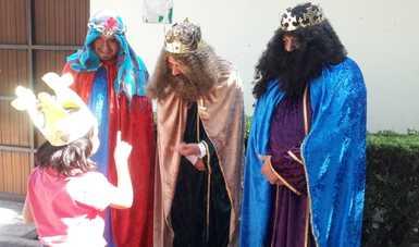 Niñas, niños y adolescentes de casas hogar del SNDIF, gozaron del Día de Reyes.
