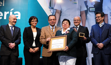 Director General Germán Martínez, acompañado de autoridades del IMSS, Afore XXI Banorte y Secretaría de Salud de Michoacán, entrega Premio al Mérito de Enfermería.