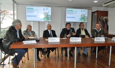 Participantes en la conferencia de prensa del Foro Consultivo Científico y Tecnológico
