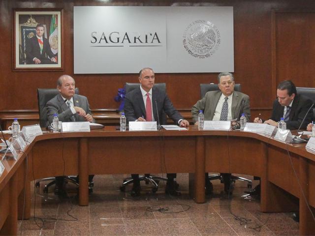 el titular de la SAGARPA, José Calzada Rovirosa, indicó que por instrucciones del Presidente de la República, Enrique Peña Nieto, la visión del sector está enfocada a la productividad e inclusión de los productores, particularmente los de menor escala.