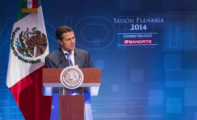 """Subrayó que la transformación económica en curso """"tiene un objetivo muy claro: hacer de México un país más productivo; hoy contamos con nuevas condiciones que debemos aprovechar para crecer más"""""""