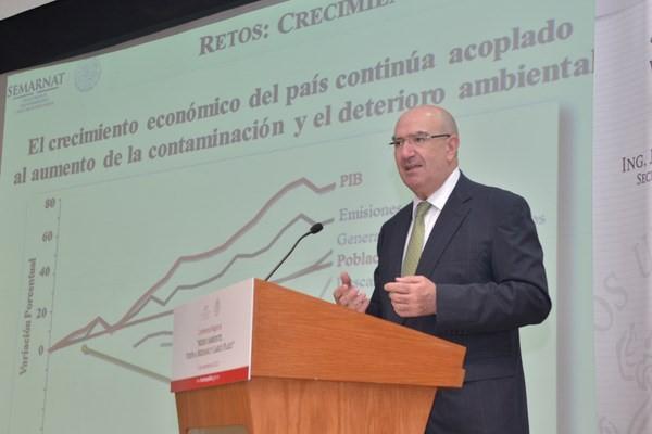 El Secterario del Medio Ambiente y Recursos Naturales, Juan José Guerra Abud, destacó que la reforma energética que está a discusión en el Congreso incluye la posibilidad de generar energías más limpias.