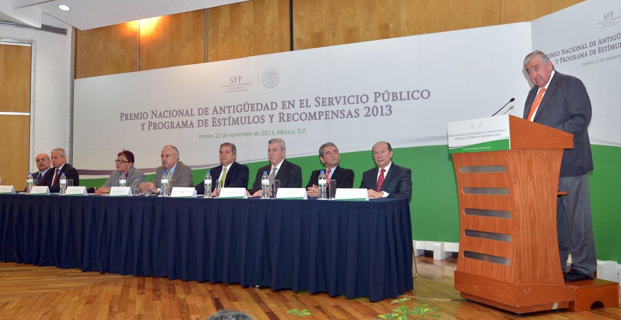 Ceremonia de entrega del Premio Nacional de Antigüedad en el Servicio Publico y Programa de Estímulos y Recompensas 2013.