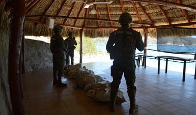 La Secretaría de Marina – Armada de México asegura más de media tonelada de presunta cocaína frente a las costas de Oaxaca.