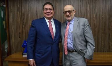 Saludo del subsecretario de Agricultura, Miguel García Winder y el presidente de la CANACINTRA, Enrique Guillén Mondragón.
