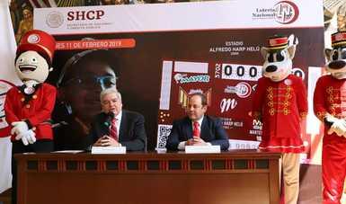 Fotografía donde se desarrolla la conferencia de prensa, de izquierda a derecha: botarga de Niño Gritón, Ernesto Prieto Ortega, Othón Díaz Valenzuela, y botargas Roccy y Rocco.