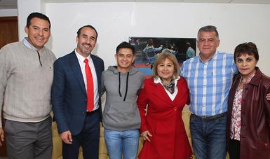 El joven coahuilense sostuvo una plática con el subdirector, Israel Benítez, y el director de Alto Rendimiento, Arturo Contreras
