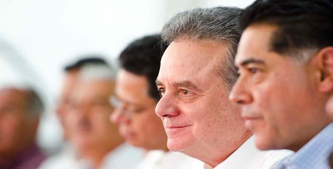 Licenciado Pedro Joaquín Coldwell, Secretario de Energía y  Jorge Herrera Caldera, Gobernador de Durango
