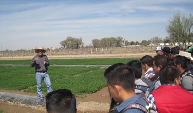 INIFAP imparte temas sobre cultivos forrajeros a universitarios