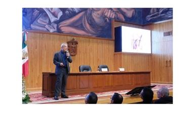 El Coordinador General de Formación de Capital Humano en el Campo Espacial de AEM, Mtro. Carlos Duarte, en ponencia del Diplomado