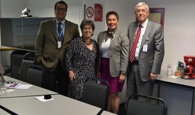EL maestro José Noé Rizo Amézquita, la doctora Sonia Beatriz Fernández Canton, la doctora Francini Placencia y el doctor Onofre Muñoz Hernández.