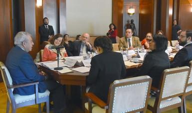 Funcionarios de diversas dependencias acudieron a la reunión convocada por la Secretaría de Salud con motivo de la toma de protesta a los integrantes del jurado calificador del XII PNAVS 2019.
