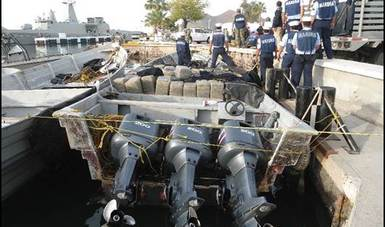 Personal Naval decomisa presunta droga