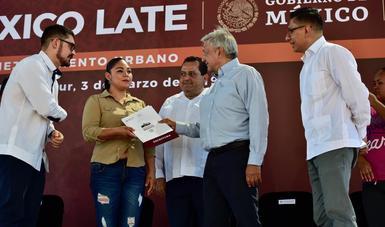 Román Meyer Falcón, Secretario de Desarrollo Agrario, Territorial y Urbano y el Presidente Andrés Manuel López Obrador, en la presentación del Programa de Mejoramiento Urbano.
