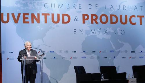 El secretario de Educación, Emilio Chuayffet, durante la Cumbre de Laureate, Juventud y Productividad en México.