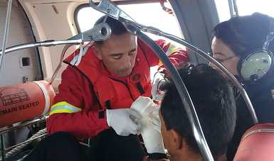 La Armada de México realiza evacuación médica aérea de un tripulante de buque camaronero en Bahía Santa María de San Quintín, Ensenada Baja California