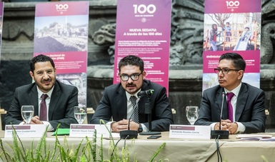 Román Meyer Falcón, al centro, informó sobre los avances de los programas prioritarios de la SEDATU, a 100 días del Gobierno de México.