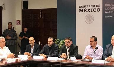 Al centro, Román Meyer Falcón, Secretario de Desarrollo Agrario, Territorial y Urbano, en la instalación de la Coordinación Estatal para la Reconstrucción de Morelos
