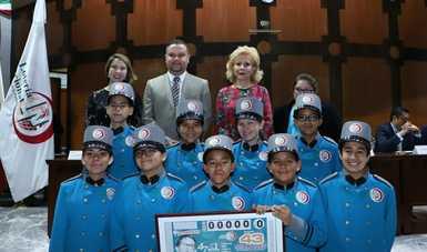 El Premio Mayor de 15 millones de pesos correspondió al billete No. 35346; el segundo premio de un millón 200 mil pesos, correspondió al billete No. 58028