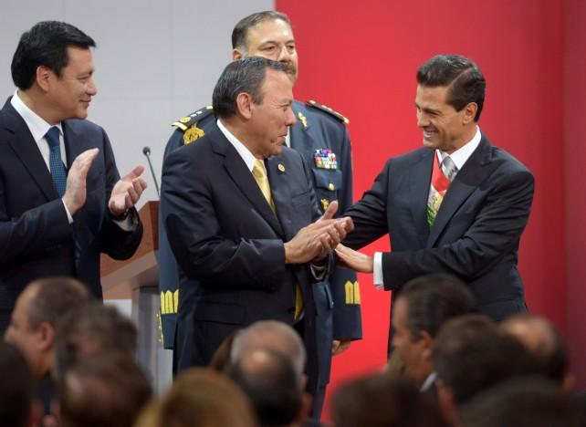 México está destinado a ser una de las naciones más prósperas, de mayor bienestar para su gente y motivo de inspiración para el mundo, dijo el Presidente Enrique Peña Nieto al finalizar el discurso del Tercer Informe de Gobierno.