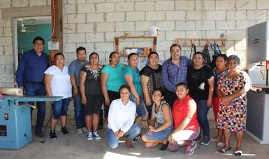 Diez mujeres del ejido Petcacab y su anexo Polinkín, del municipio Felipe Carrillo Puerto en Quintana Roo, formaron la empresa forestal Lol Koópte' Muebles SPR de RL.