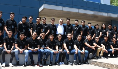 Se capacitan alumnos del CONALEP en el Programa de Becarios Mercedes Benz