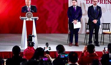 De izquierda a derecha. Andrés Manuel López Obrador, Presidente de México; Carlos Martínez, director general del Instituto del Fondo Nacional de la Vivienda para los Trabajadores y Román Meyer Falcón, Secretario de Desarrollo Agrario, Territorial y Urbano