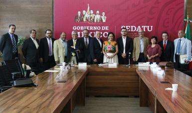 El Secretario de Desarrollo Agrario, Territorial y Urbano, Román Meyer Falcón, e integrantes de la Comisión Intersecretarial de Reconstrucción.