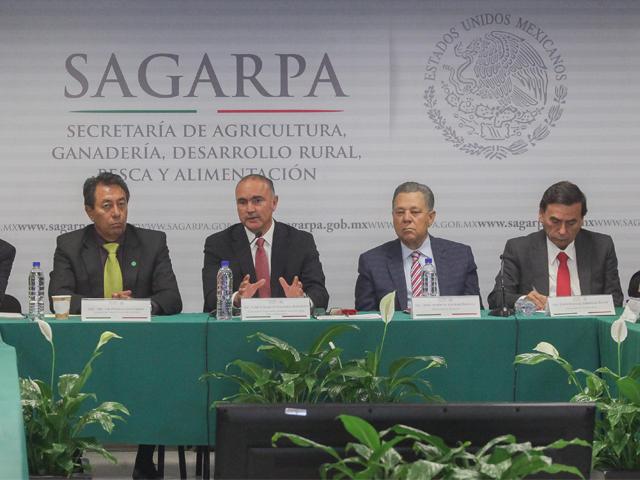 El titular de la SAGARPA, José Calzada Rovirosa, sostuvo una reunión de trabajo con integrantes de la Asociación Mexicana de Secretarios de Desarrollo Agropecuario (AMSDA)