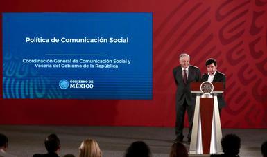El presidente de México, Andrés Manuel López Obrador, y Jesús Ramírez Cuevas, Coordinador General de Comunicación Social de la Presidencia de la República.